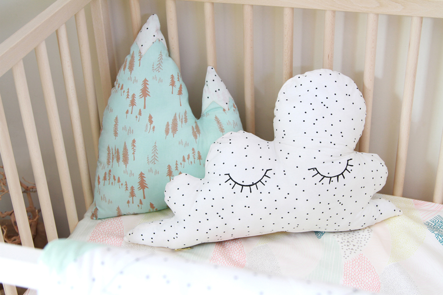 hello bear cloud pillow + exposed zipper tutorial (2)